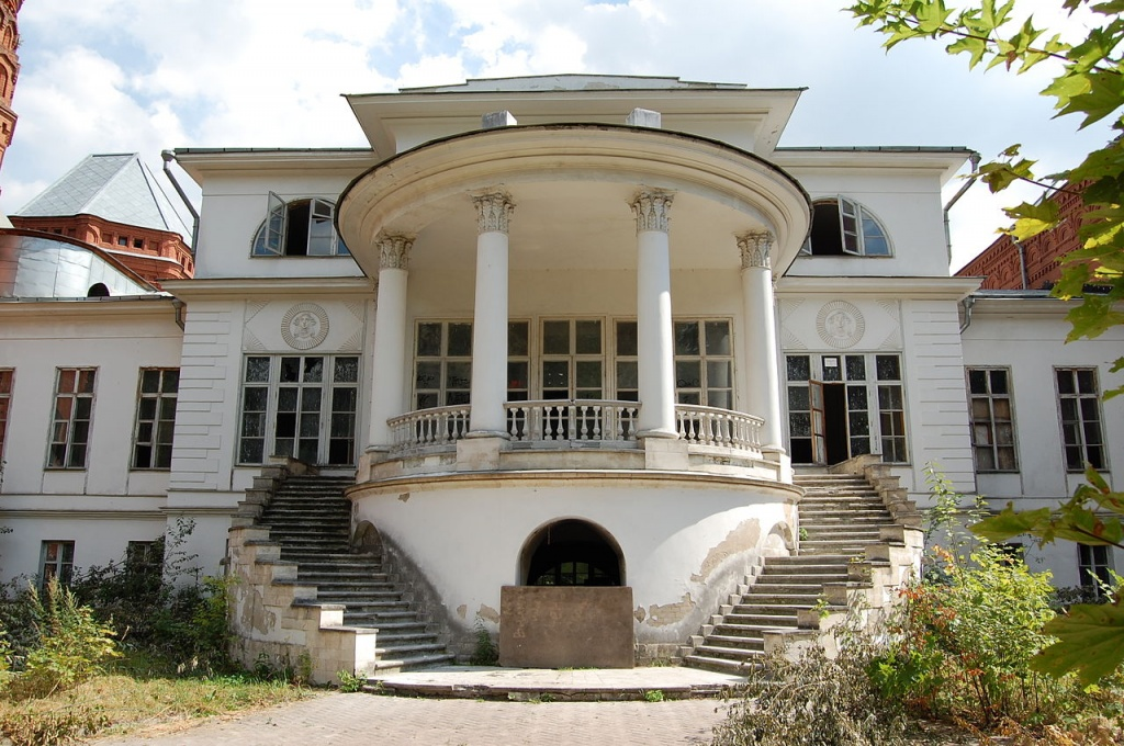 1280px-Pokrovskoye-Streshnevo_estate_06Aug2012_-_10.JPG